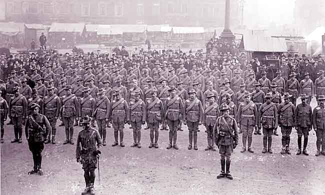No. 10 Company, 3rd Battalion, Imperial Yeomanry, in Retford market square, 1900.