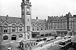 Victoria Station was opened in 1900 and demolished in the late 1960s to make way for the Victoria shopping centre. The clock tower and nearby hotel survived.
